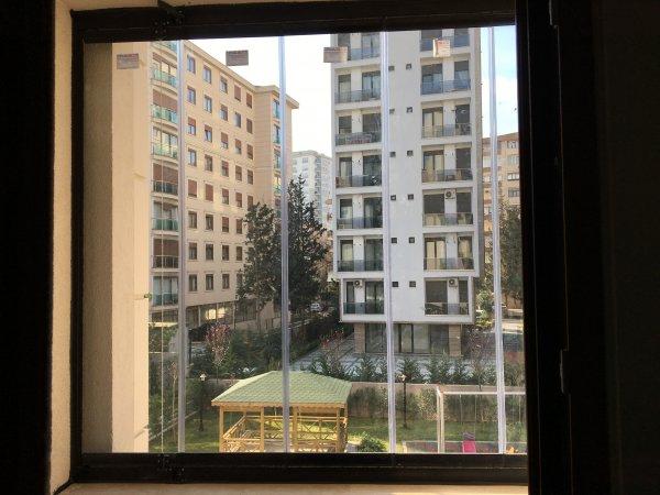 Yayalar Mahallesi Cam Balkon